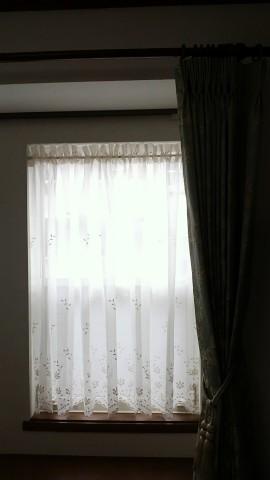 04出窓にカフェカーテン02