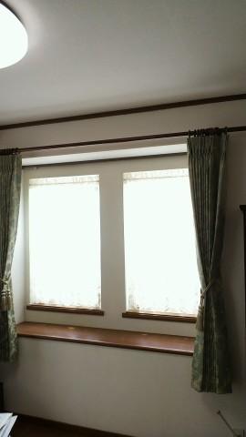 04出窓にカフェカーテン01