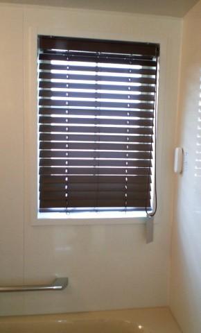 22浴室窓木質調ブラインド2