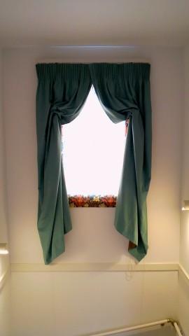 18階段室窓スタイルカーテン1