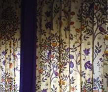 ファンタジーを感じさせるモリスのカーテン