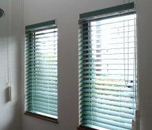 ナニック 吹き抜け窓のウッドブラインド オーダーカーテン・輸入壁紙のブライト