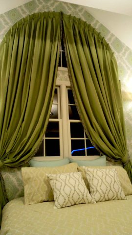 1半円窓カーテン