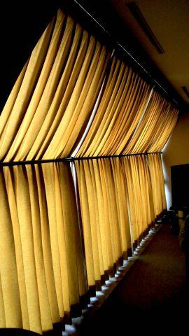 1変形窓カーテン