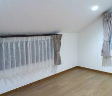 屋根裏部屋のカーテン オーダーカーテン・輸入壁紙のブライト