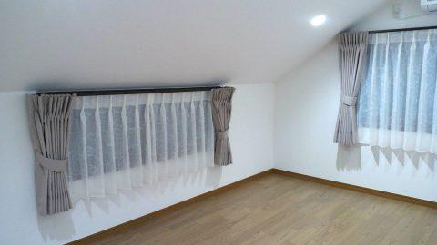7屋根裏部屋カーテン
