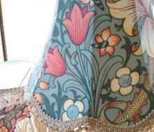 モリス テーブルランプ「Golden Lily・ゴールデン リリー」 輸入オーダーカーテン・輸入壁紙のブライト