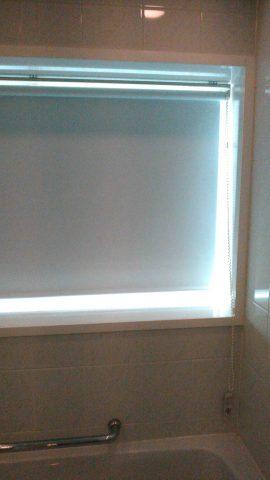 21浴室ロールスクリーン2