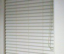 棚の目隠し ロールとブラインド 輸入オーダーカーテン・輸入壁紙のブライト