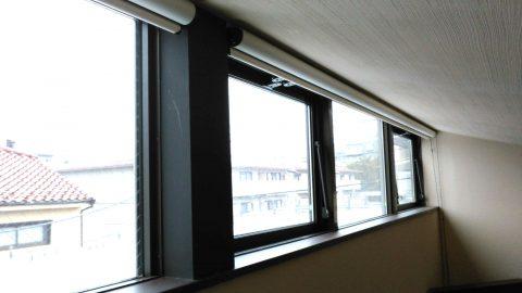 高窓 遮光ロールスクリーン2